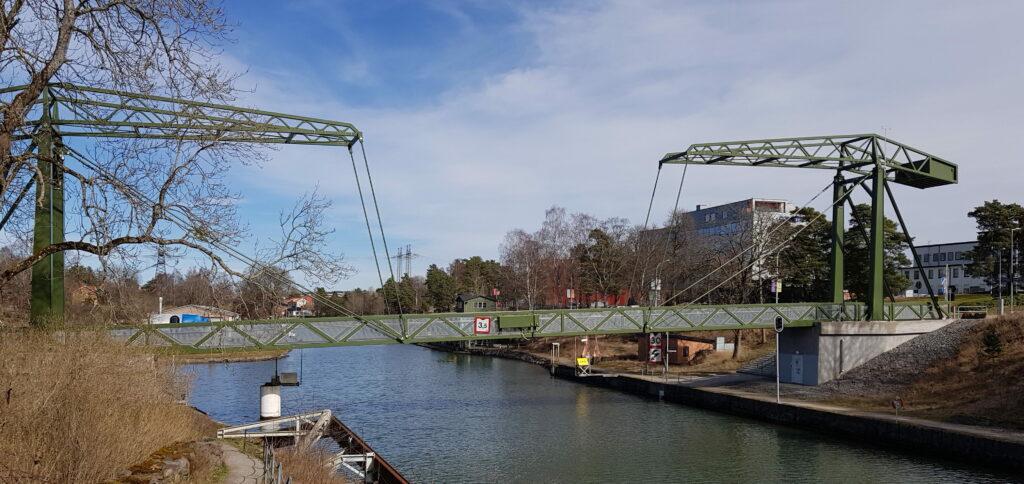 Olidebron i Trollhättan, världens längsta dubbelklaffbro för gående och cyklande. Foto: Andreas Emanuelsson, Trollhättans kommun. Beskuren bild.