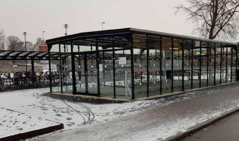 Nya cykelparkeringar i Trollhättan. Foto: Andreas Emanuelsson, Trollhättans kommun. Beskuren bild.